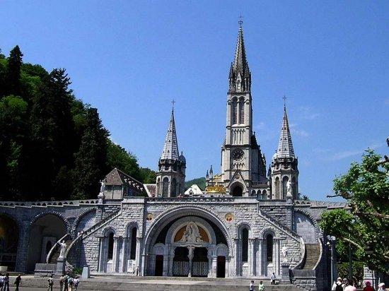 Apparitions de la Vierge Marie à Lourdes  dans chanson basilique-notre-dame-de-lourdes-1009715385-1084594